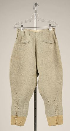 Ski trousers Design House: House of Lanvin (French, founded Designer: Attributed to Jeanne Lanvin (French, Date: ca. 1925 Culture: French Medium: wool, silk Dimensions: Length at Side Seam: 37 in. Jeanne Lanvin, Sport Fashion, Daily Fashion, Mens Ski Wear, Vintage Outfits, Vintage Fashion, Vintage Style, Vintage Safari, Riding Pants