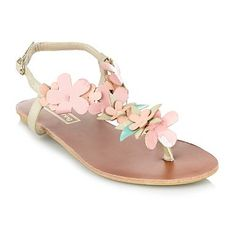 The best in fashion news Summer Feeling, Beach Holiday, Debenhams, Me Too Shoes, Fashion News, Flip Flops, Baby Shoes, High Heels, Footwear