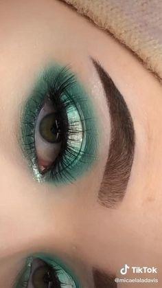 Maquillaje de ojos Eye Makeup Steps, Eye Makeup Art, Eyebrow Makeup, Makeup Eyes, Hooded Eye Makeup Tutorial, Makeup Pictorial, Creative Eye Makeup, Colorful Eye Makeup, Maquillage Harry Potter