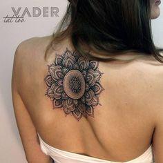 Mandala tattoo on the upper back. Tattoo artist: Tatiana Vader Mandala tattoo on the upper back. Tattoo Girls, Girl Back Tattoos, Mandala Tattoo Back, Back Of Neck Tattoo, Butterfly Mandala Tattoo, Mandala Tattoos For Women, Lotus Tattoo, Flower Mandala, Trendy Tattoos