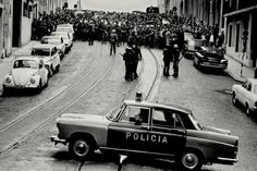"""April 1974 – Carnation Revolution: A leftist military coup in Portugal overthrows the fascist """"Estado Novo"""" regime and establishes a democratic government (V) Antique Photos, Old Photos, History Of Portugal, 25 Avril, Military Coup, Beyond Beauty, Back In The Day, Vintage Photography, Portuguese"""