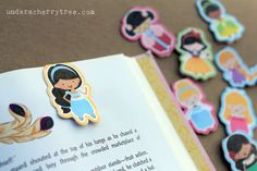 Under A Cherry Tree: VIDEO TUTORIAL: How to make Magnetic Bookmarks with Silhouette Studio using Print-and-Cut Disney Bookmarks, Magnetic Bookmarks, How To Make Magnets, Diy Magnets, Silhouette Machine, Silhouette Studio, Silhouette Portrait, Book Making, Card Making