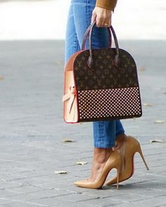 LOUIS VUITTON - Explore the Louis Vuitton handbags, find our latest bags, discover our Women's and Men's Collections New Louis Vuitton Handbags, Louis Vuitton Hat, Louis Vuitton Artsy, Louis Vuitton Sunglasses, Lv Handbags, Louis Vuitton Neverfull, Louis Vuitton Speedy Bag, Louis Vuitton Monogram, Designer Handbags
