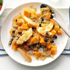 Quinoa is packed with protein and vitamins. Check out our healthy dinner bowls, breakfasts, salads and more craveable quinoa recipes. Sweet Potato And Apple, Sweet Potato Recipes, Heart Healthy Recipes, Veggie Recipes, Bean Recipes, Free Recipes, Easy Family Dinners, Easy Dinners, Dinner Bowls