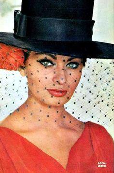 Image detail for -Sophia Loren - Sophia Loren Photo - Fanpop fanclubs Golden Age Of Hollywood, Classic Hollywood, Old Hollywood, Hollywood Stars, Divas, Carlo Ponti, Sophia Loren Images, Gina Lollobrigida, Italian Actress