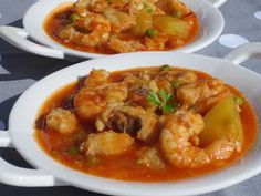 Caldereta de rape y langostinos (Stew of monkfish and prawns) Spanish Kitchen, Spanish Dishes, Mexican Food Recipes, Diet Recipes, Healthy Recipes, Ethnic Recipes, Monkfish Recipes, Good Food, Yummy Food