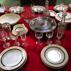 Christmas table ?! #auvieuxchaudron#antiques#antiquites#vintage#shabbychic#deco#homedecoration#christmastable#decoration#christmas#vintagehome#labrocante