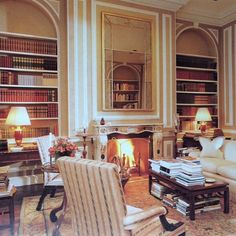 Library in the apartment of Anne Bass at 960 Fifth. It was only natural that Mrs. Bsss would select Mark Hampton as her designer since they were friends in high school in Indianapolis. Chic Living Room, Living Rooms, Family Rooms, Manhattan Apartment, Home Libraries, Beautiful Interiors, Future House, The Hamptons, Living Room Designs