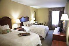 Hampton Inn Charleston - Historic District Charleston Historic District, Charleston Hotels, Charleston South Carolina, Hotel Specials, Hampton Inn, Hotel Deals, Hotel Reviews, Trip Advisor, Bed