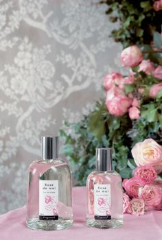 French rose by Fragonard is an old-fashioned sort grown on the South of France. Rose absolute is combined with black currant, lily of the valley and ylang-ylang.