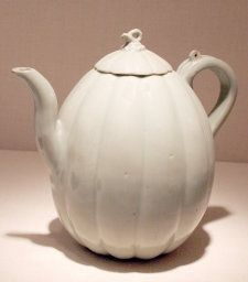 Melon-Shaped Ewer with Stylized Flowers, Goryeo dynasty (918–1392), 12th century | Stoneware with celadon glaze and underglaze incised decoration | Bequest of Russell Tyson, 1964.972