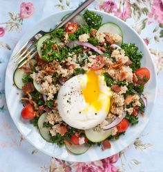 Happy New Year! This Kale Breakfast Salad will get you off on the right foot |Betsylife.com