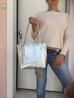 Silver leather tote Bag/ Everyday leather tote/ Medium Medium Bags, Crossbody Shoulder Bag, Leather Bag, Trending Outfits, Fashion, Moda, Fashion Styles, Leather Satchel