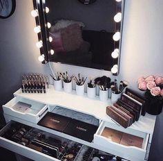 Makeup Room Ideas room DIY (Makeup room decor) Makeup Storage Ideas For Small Space - Tags: makeup room ideas, makeup room decor, makeup room furniture, makeup room design Rangement Makeup, Diy Makeup Vanity, Makeup Vanities, Makeup Desk, Makeup Tables, Prom Makeup, Makeup Bord, Corner Makeup Vanity, Makeup Dresser