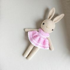 """""""Buenos días!! Pattern bunny by @kessedjian Pattern dress by Lilleliis"""""""