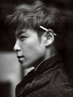 Why hasnt T.O.P always got a cigarette on him, like, a poor habit, but he's oh so cute.