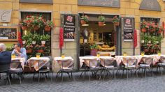 This restaurant in Rome, simply planted some flowers in pretty yellow garden pots for centerpieces.  Those pretty yellow tablecloths really are fun too!