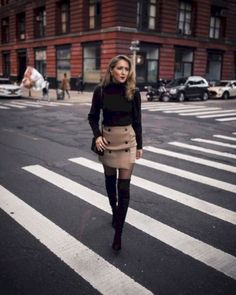 Classy Winter Work Outfits Ideas For Women 2019 16 Winter Outfits For Work, Winter Fashion Outfits, Fall Outfits, Autumn Fashion, Fall Fashion Tights, Outfits For Going Out, Mini Skirt Outfit Winter, Winter Professional Outfits, Sexy Fall Fashion