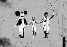 80 oeuvres de l'artiste Banksy qui vous feront voir le monde d'une autre façon Banksy: Little girl bombed with napalm during the Vietnam War holding hands with Mickey Mouse and Ronald Mcdonald Banksy Graffiti, Street Art Banksy, Banksy Work, Graffiti Artwork, Bansky, Land Art, Banksy Canvas Prints, Canvas Art, Mickey Mouse