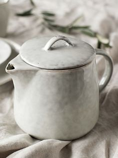 Ceramic teapot and accessories for a Kinfolk tea time - . Ceramic teapot and accessories for a Kinfolk tea time – # Ceramics Diy Ceramic, Ceramic Tableware, Ceramic Teapots, Handmade Ceramic, Ceramic Bowls, Pottery Teapots, Pottery Vase, Ceramic Pottery, Slab Pottery