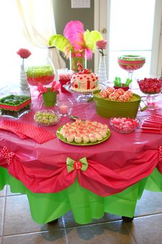 Love the double table cloths and cute bows.