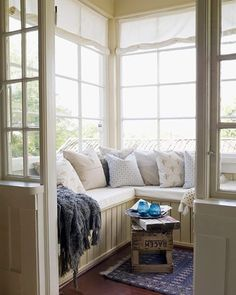 We spotted this pin and we had to share - isn't this a perfect place to lounge for a Saturday in?