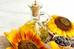 Sunflower oil benefits - it promotes hair growth by improving blood circulation of your scalp. Read on to find out! Best Hair Growth Oil, Castor Oil For Hair Growth, Sunflower Oil Benefits, What Is Castor Oil, Organic Hair Oil, Natural Protective Styles, Post Workout Hair, Diy Hair Treatment, Natural Oils