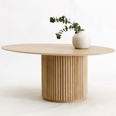 The Palais Ovale is an oval shaped lounge table designed by Anya Sebton & Eva Lilja Löwenhielm. Wooden Dining Tables, Sofa Tables, Table Furniture, Furniture Design, Table Beton, Oak Panels, Bois Diy, Chaise Vintage, Oval Table