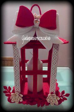 Anche queste lanterne le ho proposte come regalino natalizio e devo dire che sono priprio andate a ruba!! 3d Paper Crafts, Foam Crafts, Decor Crafts, Felt Christmas Decorations, Christmas Lanterns, Christmas Angels, Christmas Crafts, Christmas Ornaments, Craft Gifts