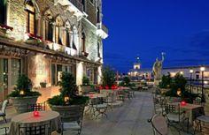 La terrasse du Bauer II Palazzo à Venise nous emmène dans un monde de romance...