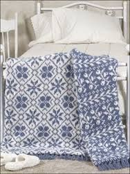 Two different designs create this striking reversible bed quilt. A double layer… Knitting Stitches, Knitting Needles, Knitting Yarn, Knitting Patterns, Afghan Patterns, Hand Knitting, Crochet Motifs, Knit Or Crochet, Knitted Afghans