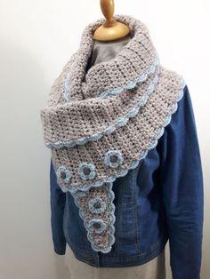 Vandaag is het eindelijk zover, ik lanceer mijn nieuwe patroon 'Wendy's warme wintersjaal'. Een heerlijke sjaal om in weg te kruipen tijde...