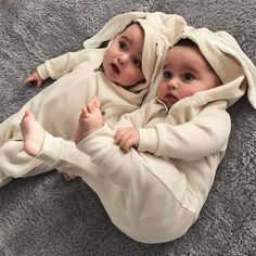 Find images and videos about cute, baby and family on We Heart It - the app to get lost in what you love. Cute Baby Twins, Cute Funny Babies, Twin Baby Girls, Cute Little Baby, Baby Kind, Twin Babies, Little Babies, Cute Baby Pictures, Baby Photos