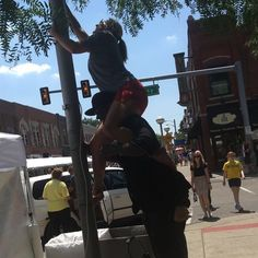 plugging in for #annarborartfair @mlivenews @badmoms @annarbornews Classic VJ Style!