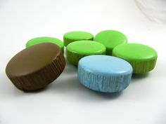 Vintage buttons - Lot of 7 Assorted Vintage Thick Plastic Buttons - Green / Blue / Brown *** P-121 by TheTreasureBoxOrna on Etsy