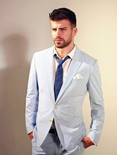 Gerard Pique- Shakira is one lucky lady! Gerad Pique, Shakira And Gerard Pique, Men's Style Icons, Beautiful Men, Beautiful People, Traje Casual, Soccer Players, Soccer Guys, Football Boys