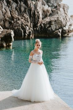 Cintia top and Chardin skirt / Nora Sarman Bridal / photo Pinewood Weddings