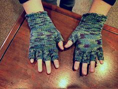 tunisian crochet fingerless gloves, free pattern