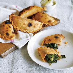Mauricio Couly uses a mix of spinach, fava beans, green beans, and mint to fill these empanadas. Tapas, Empanadas Recipe, Dinner Party Recipes, Brunch Recipes, Creamed Spinach, Green Peas, Specialty Foods, Wine Recipes, Veggie Recipes
