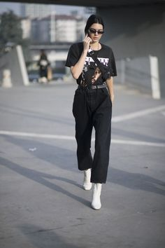Best of Street-Styles von Kendall Jenner We ❤️ Kendall Jenner's cool hip-hop look in Milan. More of it VOGUE. Kendall Jenner Outfits, Street Style Kendall Jenner, Kendall Jenner Mode, Kris Jenner, New York Fashion, 90s Fashion, Fashion Outfits, Milan Fashion, Versace Fashion