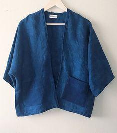 Linen Shibori cardigan Indigo dyed kimono Linen blazer linen kimono cardigan kimono with patch pockets hand dyed shibori linen cardigan Gilet Kimono, Kimono Cardigan, Kimono Jacket, Kimono Fashion, Denim Fashion, Look Fashion, Fashion Outfits, 2000s Fashion, Mode Streetwear