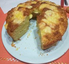 Una torta salata da servire a tavola sia come un ottimo antipasto o assieme al companatico. Idee per Pasqua? Ecco un'ottima ricetta per una golosa torta di formaggio!