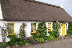 Spirit of Ireland Seaward Workshop Journey: Classic Thatched Roof Cottage Irish Cottage, Cozy Cottage, Cottage Homes, Cottage Gardens, Cottage Style, Thatched House, Thatched Roof, Little Cottages, Cabins And Cottages