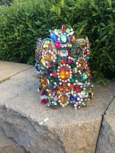 Get ready for my re-vamped wrist wear/ arm wear range! This little hottie is a giant statement upper arm cuff made will layers and layers of rhinestone #upperarmcuff #armcuff #armbling #rhinestonearmcuff