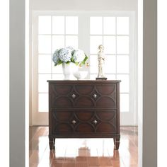 Hooker Furniture Sheridan 2 Drawer Chest