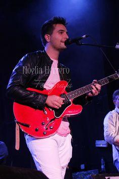 https://flic.kr/s/aHskJye6a9   @EmilioEsteban Madrid 8-10-2016   Fotos realizadas durante el concierto que realize el cantante Emilio Estaban, en la sala caracol de madrid