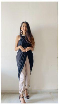 Stylish Dress Designs, Designs For Dresses, Stylish Dresses, Indian Fashion Dresses, Fashion Outfits, Diy Fashion Hacks, Fashion Tips, Ways To Wear A Scarf, Vetement Fashion