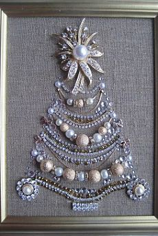 21 New Ideas For Jewerly Art Pictures Vintage Costumes Noel Christmas, Christmas Jewelry, Vintage Christmas, Costume Jewelry Crafts, Vintage Jewelry Crafts, Antique Jewelry, Jewelry Frames, Jewelry Tree, Diy Jewelry