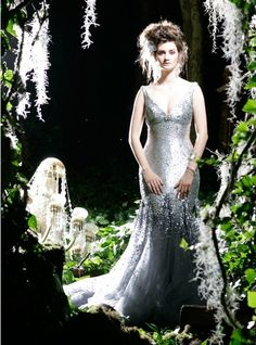 If it is Silver glamour you want, then this gorgeous gown by Karen Willis Holmes might be for you…… Utterly Gorgeous Coloured Gowns for the Unconventional Bride