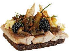 Himmelsk Løvfald Røget ål med svampe, brombær og røræg Opskriftsnummer 30